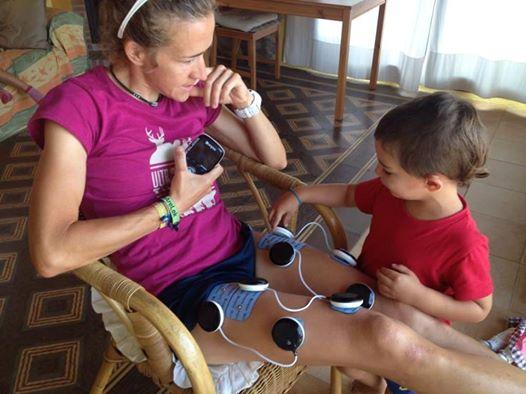 Nuria Picas recuperándose con su electroestimulador (foto: compex.es)